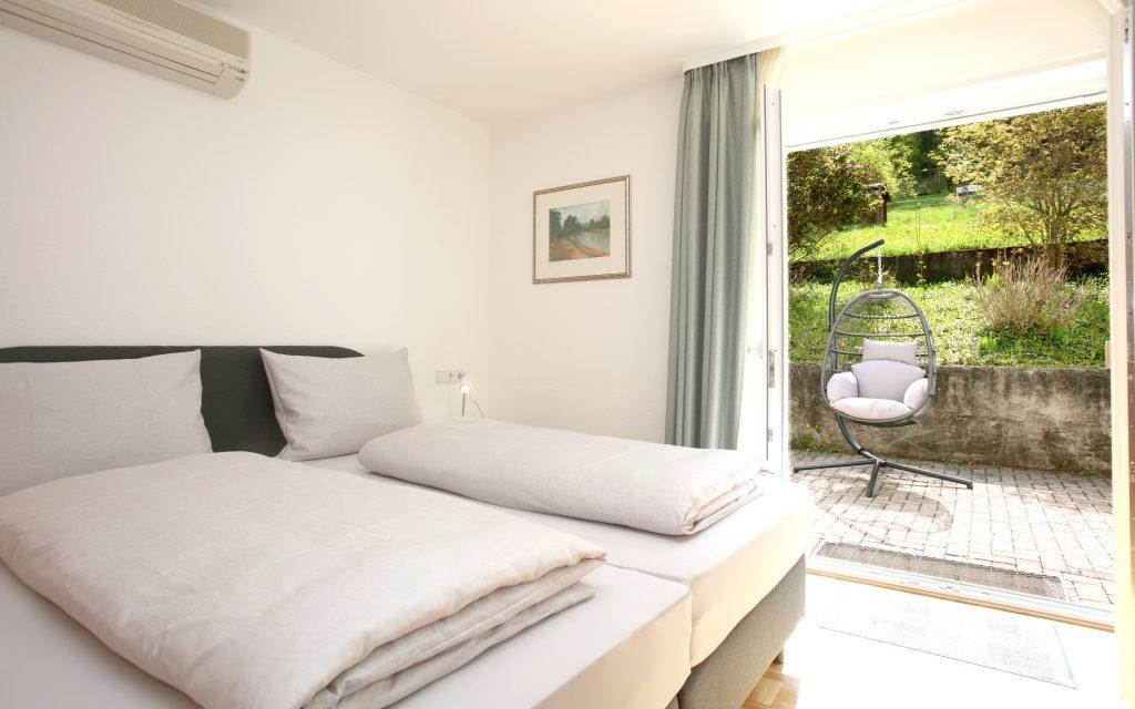 Ferienwohnung Waldfrieden, Schlafzimmer mit Terrasse