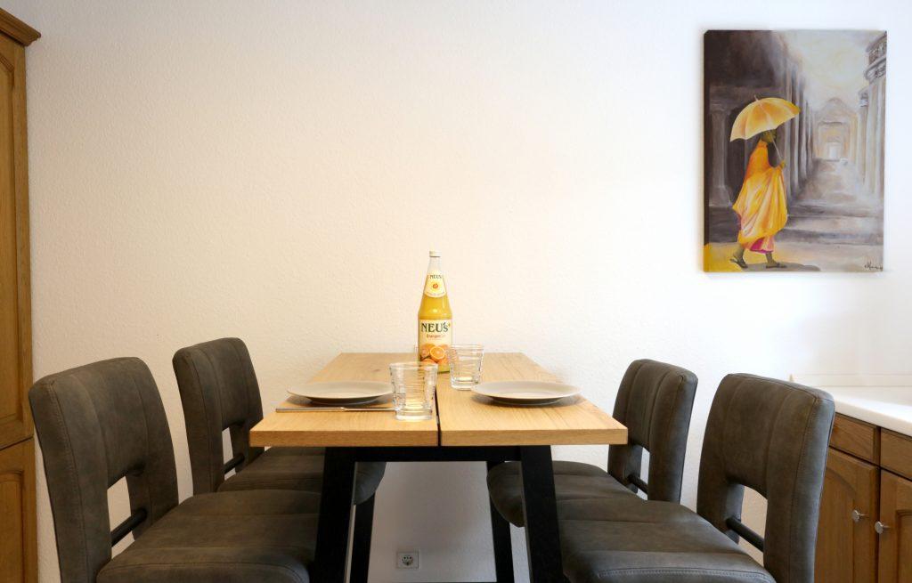 Ferienwohnung Waldfrieden, Küche, Frühstückstisch